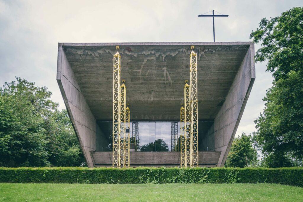 kerselaere kapel juliaan lampens brutalisme ©Sacha Jennis
