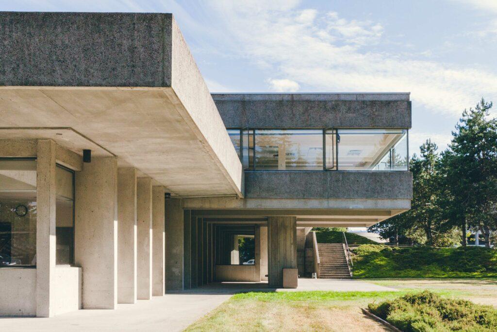 brutalist architecture Simon Fraser University photo Sacha Jennis